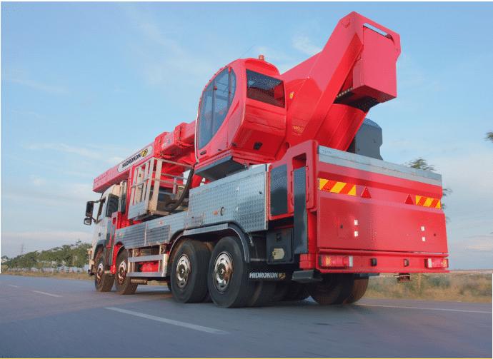 Camión plataforma de 60 metros con cesta elevadora